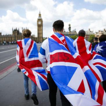 Brexit oficjalnie startuje. Funt ogromnie niedowartościowany